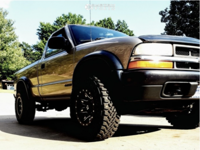 "1999 Chevrolet S10 - 15x8 -18mm - Fuel Lethal - Stock Suspension - 31"" x 10.5"""
