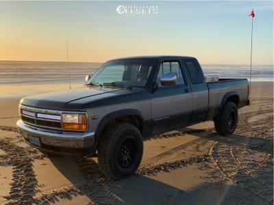 "1996 Dodge Dakota - 16x8.5 1mm - Fuel Vector - Stock Suspension - 31"" x 9.5"""
