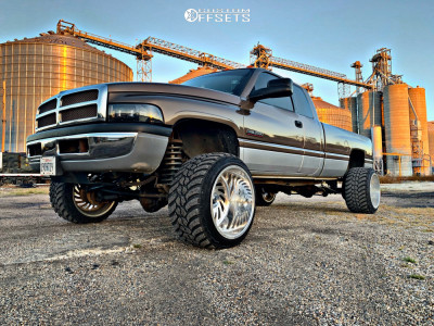 "2001 Dodge Ram 2500 - 22x16 -101mm - Fuel Forged Ff35 - Suspension Lift 3"" - 33"" x 14.5"""