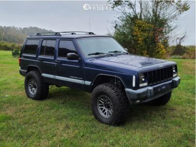 "2000 Jeep Cherokee - 16x8 0mm - Raceline Outlander - Suspension Lift 3"" - 305/70R16"