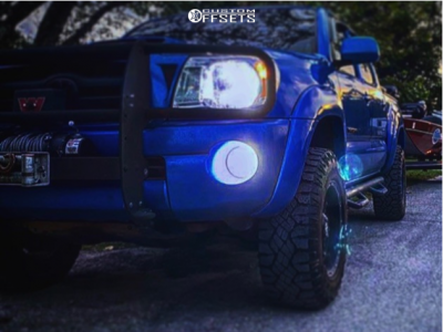 """2008 Toyota Tacoma - 17x8 0mm - Fuel Forged Ff25 - Stock Suspension - 31"""" x 8.5"""""""