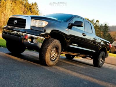 "2007 Toyota Tundra - 18x9.5 12mm - Black Rhino Barstow - Suspension Lift 3"" - 295/70R18"