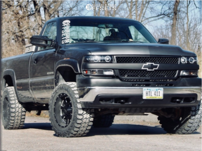 "2001 Chevrolet Silverado 2500 HD - 18x10 -24mm - Moto Metal Mo962 - Stock Suspension - 33"" x 12.5"""