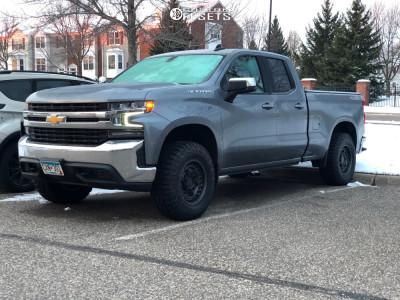2019 Chevrolet Silverado 1500 - 17x9.5 -18mm - Black Rhino Armory - Leveling Kit - 285/70R17