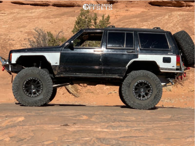 """1999 Jeep Cherokee - 17x8 -12mm - Dirty Life Dt-1 - Suspension Lift 8"""" - 37"""" x 12.5"""""""