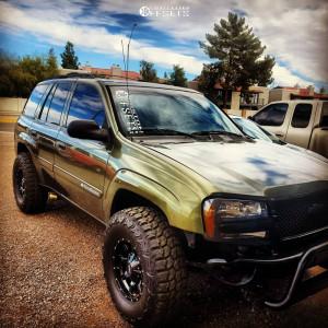 """2002 Chevrolet Trailblazer - 16x8 0mm - Moto Metal Mo970 - Suspension Lift 3"""" - 285/75R16"""