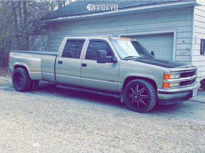 2000 Chevrolet C3500 - 22x9 -120mm - Fuel Maverick - Lowered 2F / 4R - 265/45R22