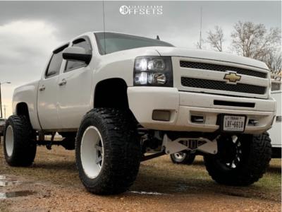 """2012 Chevrolet Silverado 1500 - 22x14 -76mm - Fuel Maverick D260 - Suspension Lift 12"""" - 40"""" x 15.5"""""""