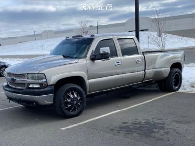"2002 Chevrolet Silverado 2500 - 18x10 50mm - Fuel Throttle - Stock Suspension - 32"" x 10.5"""