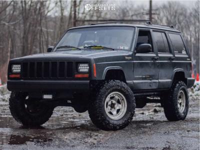 "1998 Jeep Cherokee - 15x8 -19mm - American Racing Ar23 - Suspension Lift 3.5"" - 31"" x 10.5"""