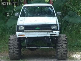 "1993 Chevrolet S10 - 15x10 -43mm - American Racing Baja - Lifted >9"" - 40"" x 14.5"""