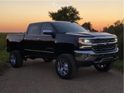 """2016 Chevrolet 1500 - 20x12 -44mm - Fuel Maverick - Suspension Lift 6"""" - 33"""" x 12.5"""""""