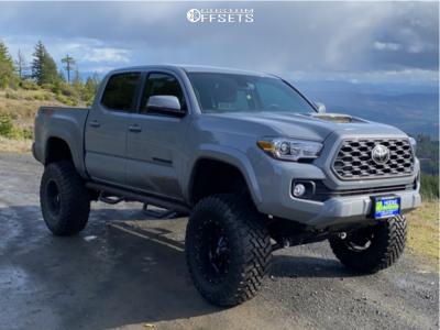 "2021 Toyota Tacoma - 18x10 -24mm - Moto Metal Mo970 - Suspension Lift 8"" - 35"" x 12.5"""