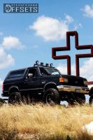 """1990 Ford Bronco - 17x8 0.762mm - Helo He791 - Suspension Lift 7.5"""" - 37"""" x 12.5"""""""