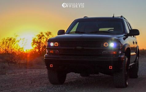 "2004 Chevrolet Tahoe - 18x9 14mm - Fuel Maverick D538 - Suspension Lift 3"" - 285/60R18"