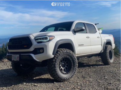 "2016 Toyota Tacoma - 17x9.5 -38mm - Stealth Custom Series Ray 10 - Suspension Lift 3"" - 35"" x 12.5"""