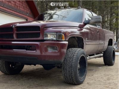 2001 Dodge Ram 2500 - 20x12 -44mm - Fuel Maverick - Leveling Kit - 305/50R20