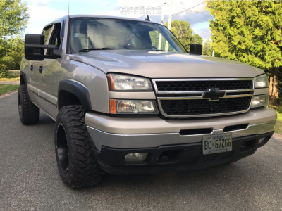 "2007 Chevrolet Silverado 1500 Classic - 18x12 -44mm - Fuel Maverick D538 - Leveling Kit - 33"" x 12.5"""