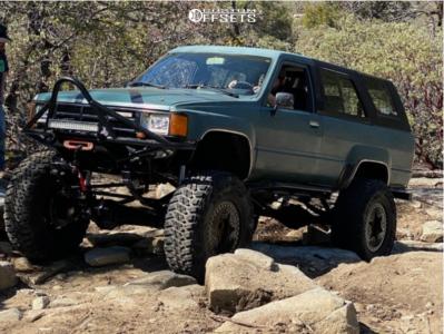 "1986 Toyota 4Runner - 17x8 -12mm - Pro Comp Custom - Suspension Lift 4"" - 37"" x 12.5"""