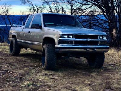 """1998 Chevrolet K1500 - 20x12 -44mm - Hostile H108 - Suspension Lift 2.5"""" - 33"""" x 12.5"""""""