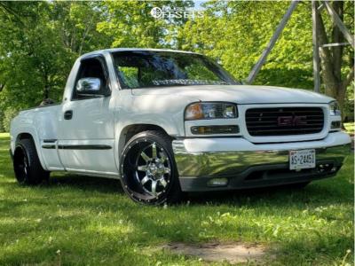 2000 GMC Sierra 1500 - 20x12 -44mm - Fuel Maverick D260 - Lowered 2F / 4R - 275/35R20