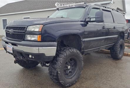 "2002 Chevrolet Suburban 1500 - 18x10 -24mm - Moto Metal N/a - Suspension Lift 6"" - 37"" x 13.5"""