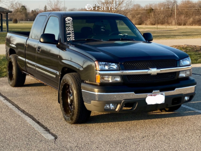 2004 Chevrolet Silverado 1500 - 20x10 -24mm - Moto Metal MO970 - Stock Suspension - 275/55R20