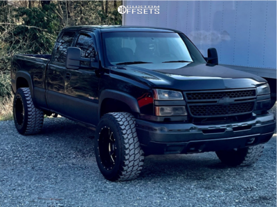 "2005 Chevrolet Silverado 2500 HD - 20x12 -44mm - Moto Metal 962 - Stock Suspension - 33"" x 12.5"""