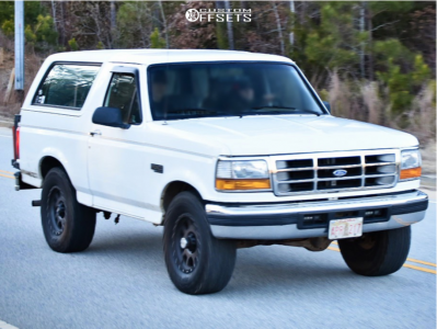 """1995 Ford Bronco - 17x10 -24mm - Ion Alloy 135 - Stock Suspension - 33"""" x 12.5"""""""