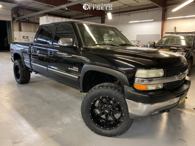 2002 Chevrolet Silverado 2500 HD - 20x10 -24mm - Moto Metal MO970 - Leveling Kit - 305/55R20