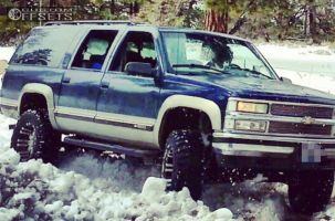 "1998 Chevrolet Suburban - 18x9.5 -19mm - Pro Comp Series 01 - Suspension Lift 6"" - 35"" x 12.5"""