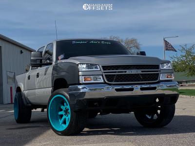 2005 Chevrolet Silverado 1500 - 22x12 -44mm - Fuel Maverick - Stock Suspension - 305/40R22