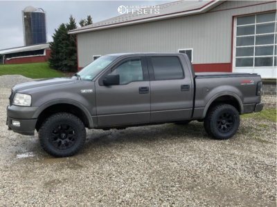 """2004 Ford F-150 - 18x9 -12mm - Helo He791 - Stock Suspension - 33"""" x 12.5"""""""