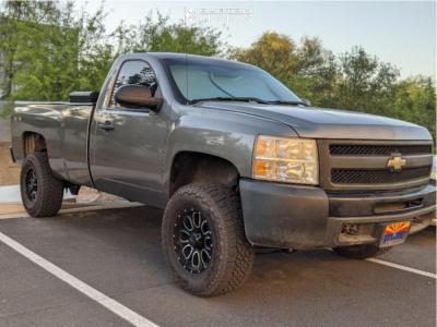 "2009 Chevrolet Silverado 1500 - 17x9 -12mm - Helo He879 - Suspension Lift 4.5"" - 285/70R17"