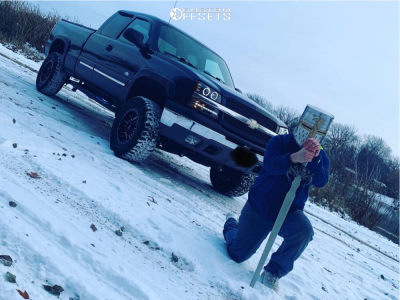 """2005 Chevrolet Silverado 1500 - 17x10 -22mm - Raceline Outlander - Suspension Lift 6"""" - 285/65R17"""