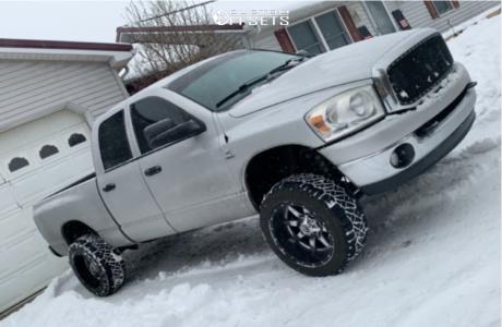 "2008 Dodge Ram 2500 - 20x12 -25mm - Fuel Maverick D538 - Stock Suspension - 33"" x 12.5"""