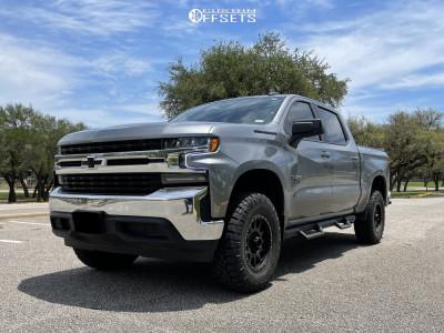 "2021 Chevrolet Silverado 1500 - 18x9 18mm - Method Mr305 - Suspension Lift 3.5"" - 295/70R18"