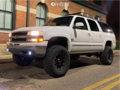 "2001 Chevrolet Suburban 1500 - 17x9 -12mm - XD Hoss 2 - Suspension Lift 6"" - 35"" x 12.5"""
