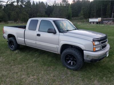 "2006 Chevrolet Silverado 1500 - 17x9 -12mm - Ultra Crusher - Suspension Lift 2.5"" - 33"" x 11.5"""