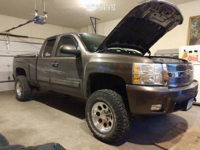 "2007 Chevrolet Silverado 1500 - 17x9 -6mm - Pro Comp 69 - Suspension Lift 3.5"" - 285/70R17"