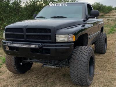 """1999 Dodge Ram 1500 - 20x14 -78mm - Fuel Maverick D536 - Suspension Lift 8"""" - 38"""" x 15.5"""""""