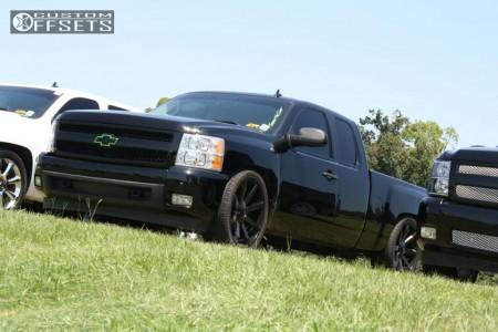 2007 Chevrolet Silverado 1500 - 24x9.5 18mm - KMC Slide - Lowered 5F / 7R - 305/35R24
