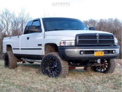 "1998 Dodge Ram 2500 - 20x12 -44mm - Hardrock Crusher H704 - Leveling Kit - 33"" x 12.5"""
