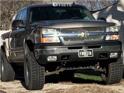 "2006 Chevrolet Silverado 1500 - 17x9 -12mm - Helo He791 - Suspension Lift 6"" - 35"" x 12.5"""