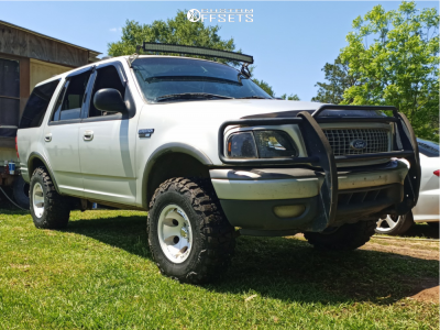 """2001 Ford Expedition - 16x10 -25mm - Pacer Bullet Hole - Suspension Lift 3"""" - 305/70R16"""