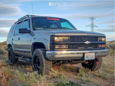 2000 Chevrolet Tahoe - 17x9.5 0mm - Black Rhino Chase - Leveling Kit - 265/70R17