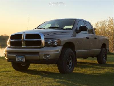 "2004 Dodge Ram 1500 - 17x9 -12mm - Moto Metal Mo970 - Stock Suspension - 31"" x 9.5"""