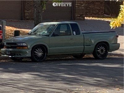 1997 Chevrolet S10 - 22x9.5 40mm - 2Crave 35 - Lowered 4F / 6R - 235/30R22