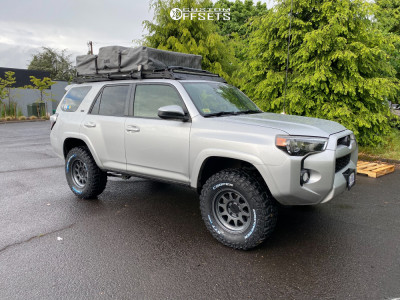 "2014 Toyota 4Runner - 17x8.5 0mm - Method Mr316 - Suspension Lift 2.5"" - 33"" x 12.5"""