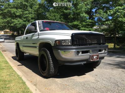 """2001 Dodge Ram 1500 - 20x10 -24mm - Ultra Wheels Ua3 - Leveling Kit - 33"""" x 10.5"""""""